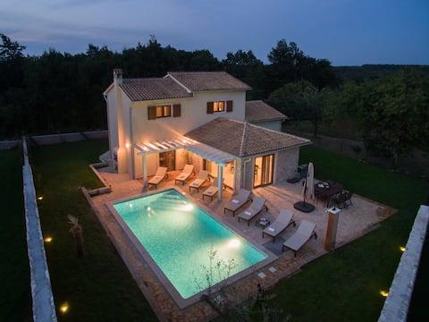 Vila Seksta, 4 Bedroom, Private Pool and Sauna