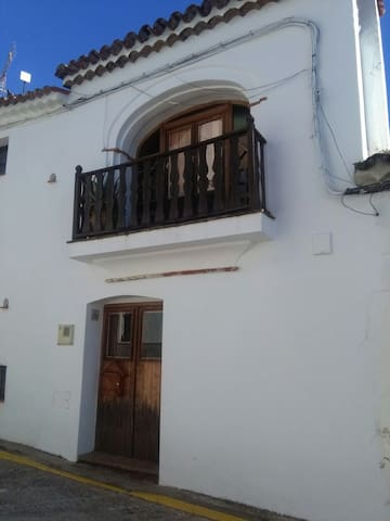 Authentic wooden village house - Castaño del Robledo