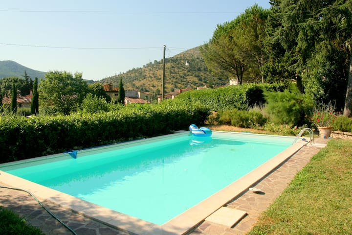 Cozy Cottage in Lucca with Swimming Pool