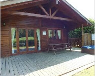 Beautiful Log Cabin set in the Heart of Swanage - Dorset - Zomerhuis/Cottage