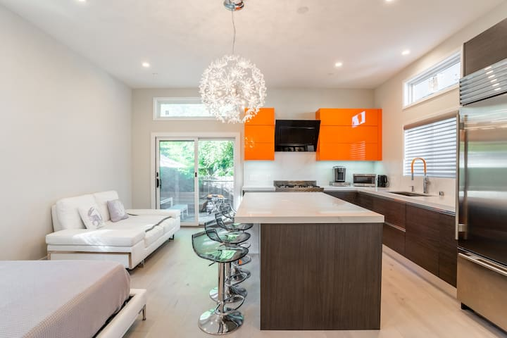 Stunning contemporary Guesthouse in Castro - NEW!