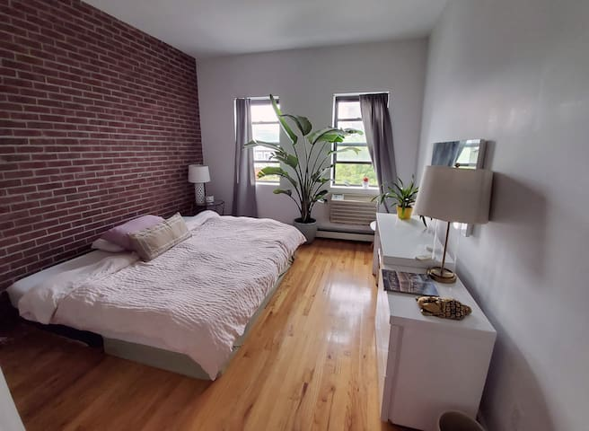 Beautiful, Sunny 2-Bedroom Apt in E. Williamsburg