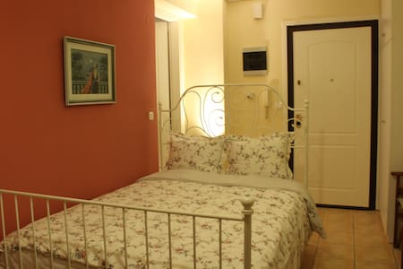 Lovely Studio in the Old Town of Thessaloniki!