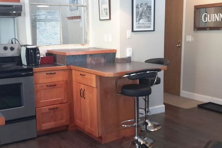 Bright updated 1 BD Condo - Rossland - Byt