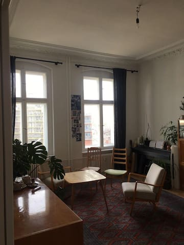 Großes Zimmer in herzlicher WG