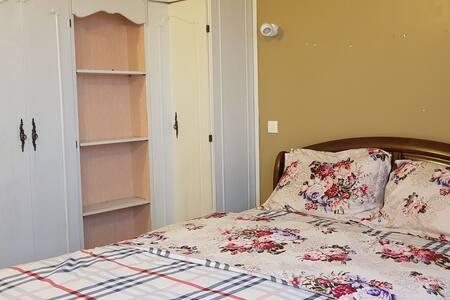 Chambre privée dans appartement proche de Orly