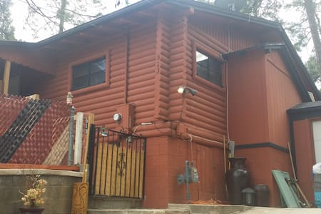 ModernRustic Cabin 'Chateau Relaxo' - Prescott - House