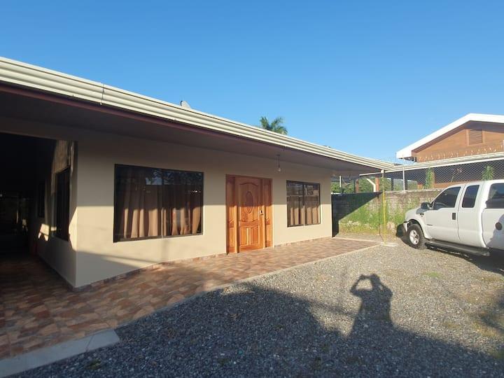 Casa para uso familiar con piscina y rancho