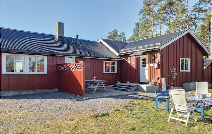 Stunning home in Råde with WiFi and 3 Bedrooms