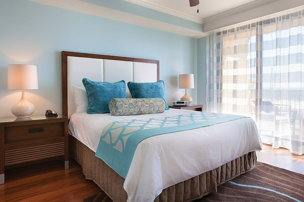 2nd Bedroom with Queen Size Bed. Please note that layout and decor varies.