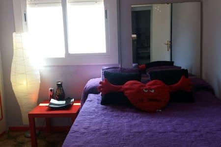 Habitacion y baño.   75m de playas - Sitges - Wohnung