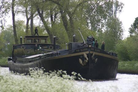 3 kamers in historische woonboot - Bruges