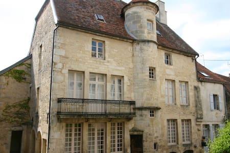 Maison seigneurial du XVI siècle - Flavigny-sur-Ozerain