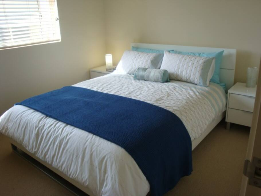 Comfortable queen size bed in main bedroom