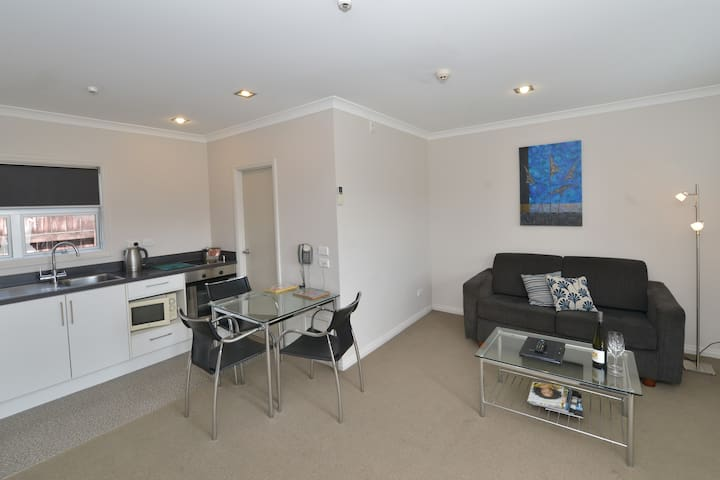 New Plymouth Deluxe Apartment
