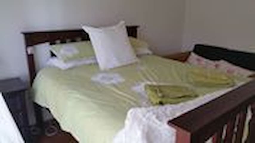 Comfortable country living close to - Mullumbimby - Bed & Breakfast