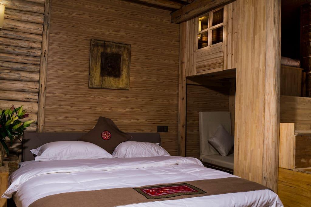房间都是木头结构的