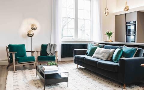 Stunning, very spacious 2 floor Georgian apartment