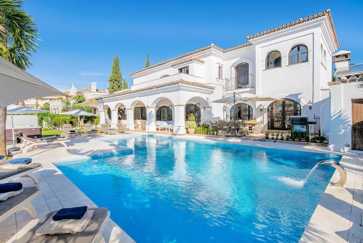 18024 - SUPERB VILLA NEAR BEACH WITH HEATED POOL*
