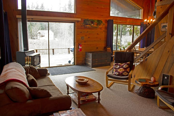 Riverfront Mountain House, Deck, HighSpeed WIFI!