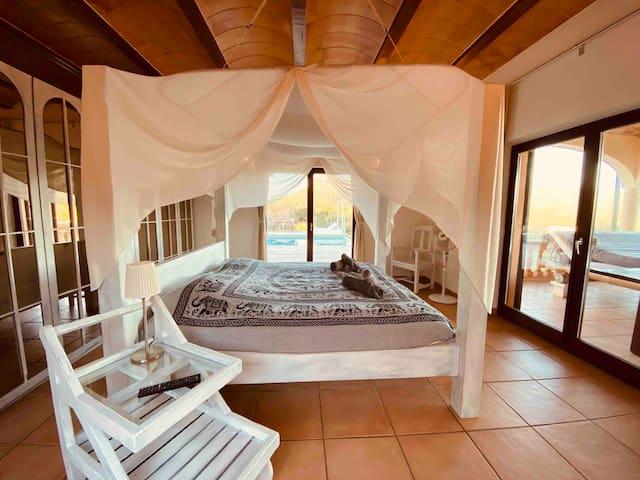 Schönes Zimmer mit Pool / Meer Blick