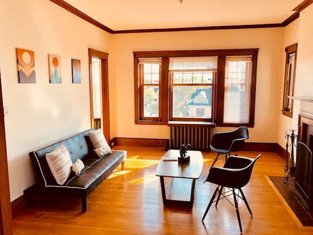 Beautifully furnished 2Bd Apt, walk to Harvard Sq