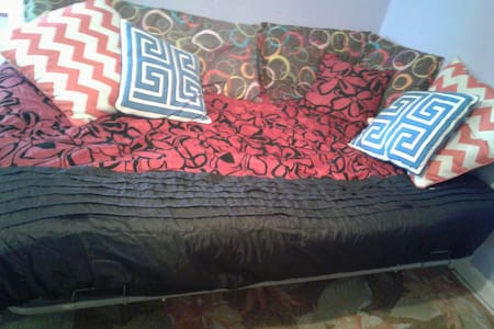 ROOM FOR 2- COMFY ROOM IN A HOUSE. - Hallandale Beach