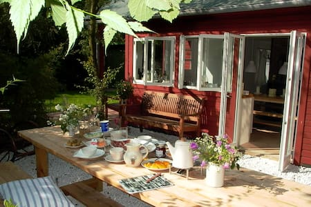 Romantisches Ferienhaus in Hamburg, eigener Garten - Hamburg - Casa