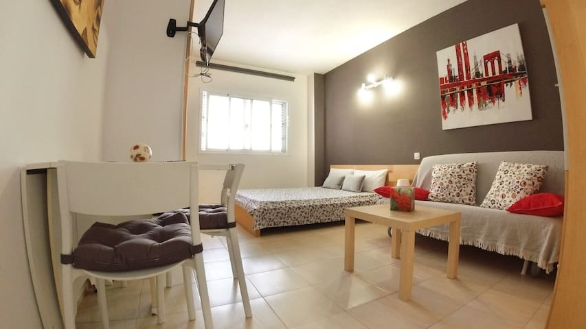 Sleep few meters from Las Canteras´Beach and city
