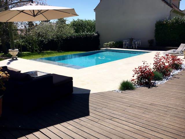 Maison avec piscine chauffée à 6 km de Chantilly