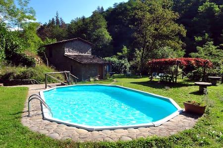 Stone cottage with private pool at the river - Coreglia Antelminelli - Hus