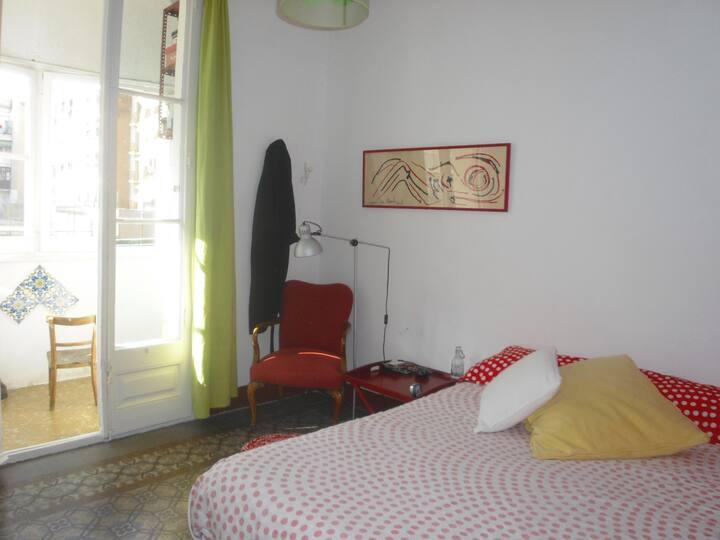 Habitación luminosa en el barrio de Sant Antoni