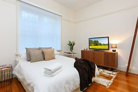 Stunning Chic 1 Bedroom Apartment - Potts Point - Apartment