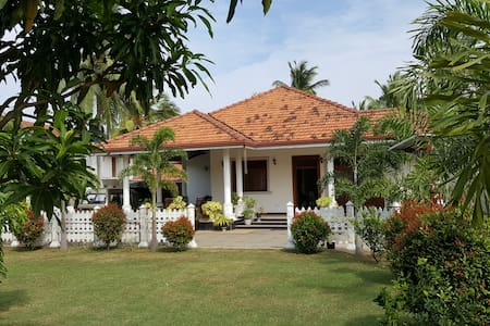 Francis & Carmaline Sea Street Villa (rm2) - เนกอมโบ - วิลล่า
