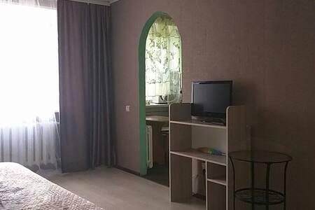 Чистая,уютная квартира на ГДК - Ούφα