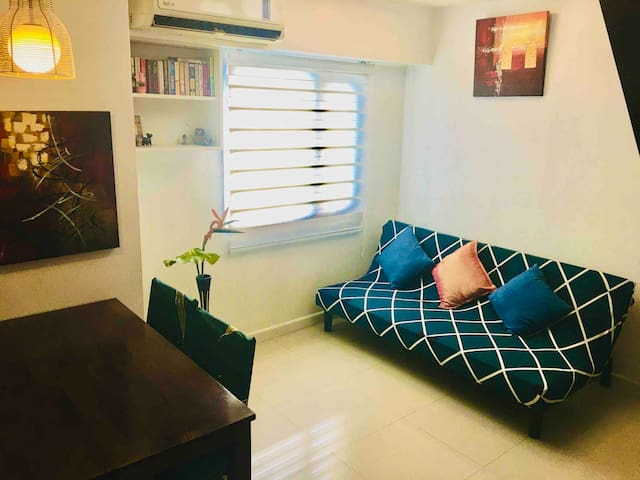 Cozy condo city view near EDSA, MRT