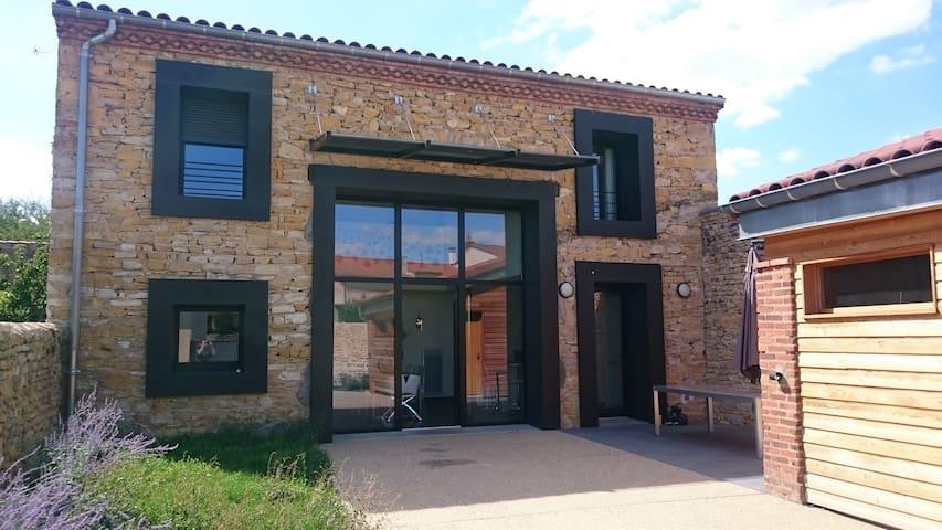 Maison d'architecte au coeur de l'Auvergne - Les Pradeaux - Rumah
