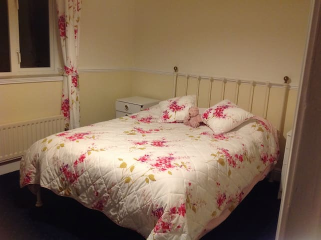A pleasant double room with parking - Southampton - House