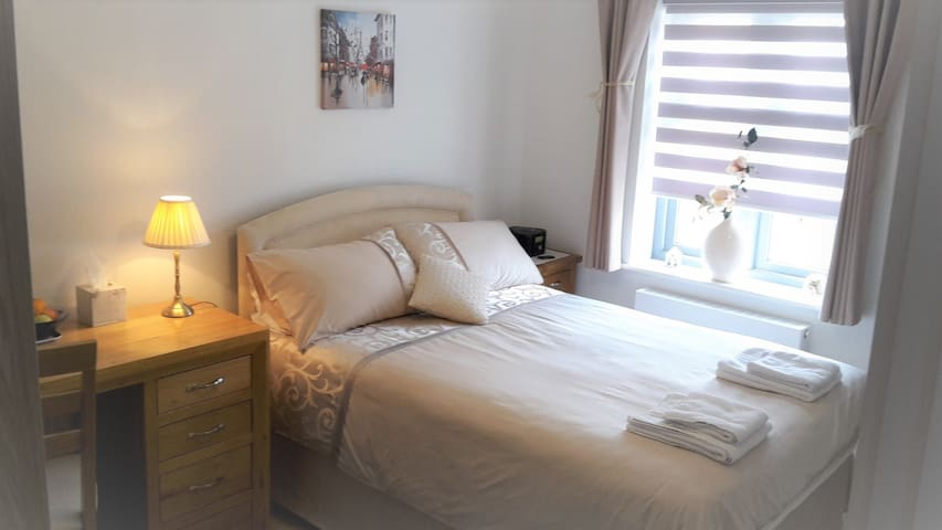 Double room and private bathroom - incl. Breakfast