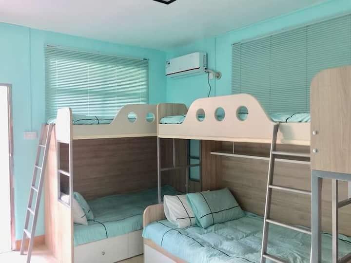 北海麻雀青年旅舍女生多人间一个床位