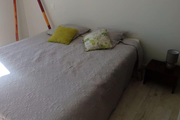 chambre simple et calme - Nogaro - Appartement