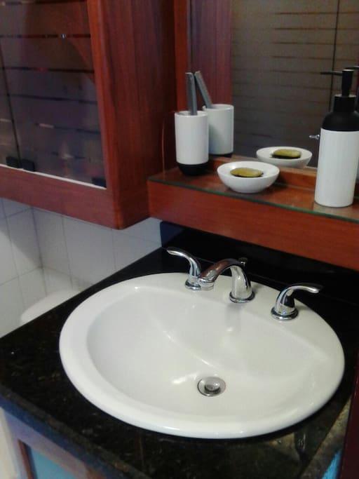 Private Bathroom/Bano Privacy