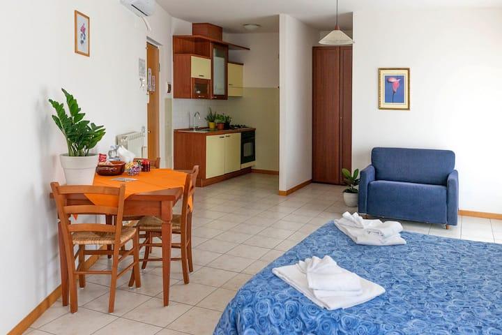 Monolocale-cucina  bagno-wifi-parcheggio-centro
