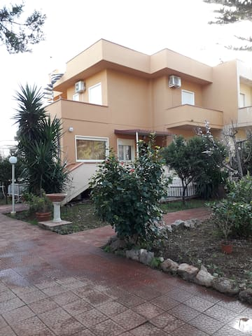 Stanza Fabri in villa - Mondello