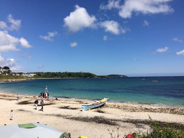 Gyllyngvase Beach - 2 minutes walk