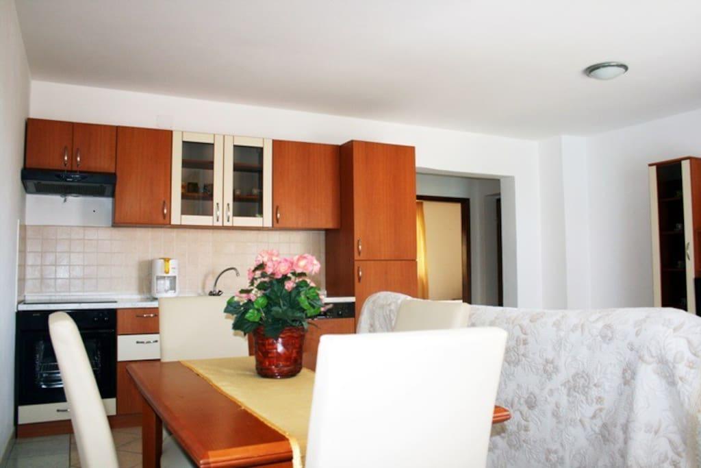 Tar Villa Room For Rent