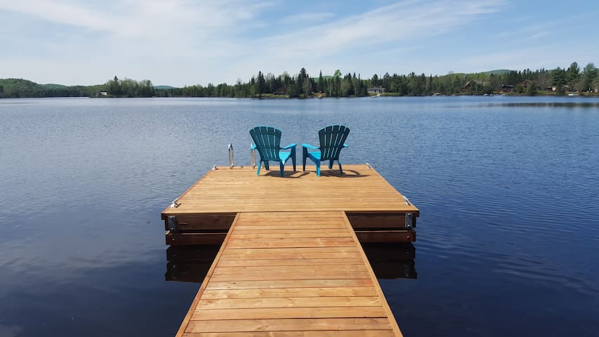 Beautiful Lakefront Chalet with Private Dock - Lantier