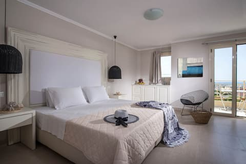 Deluxe Mini Suite Sea View Shared Pool ( A1 ) +BB