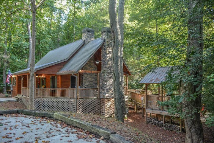 Harleys River Retreat - Pet Friendly Cabin