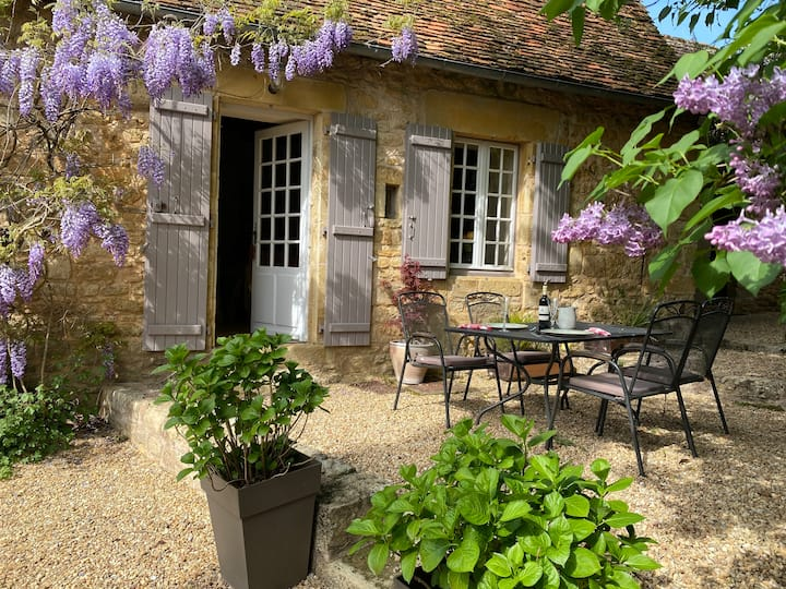 La Jolie cottage  - Just for two - heated pool.